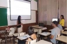 Estudante apresenta TCC