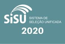 Pra cego ver: Logomarca do Sisu, com o ano de 2020. Fim da descrição.